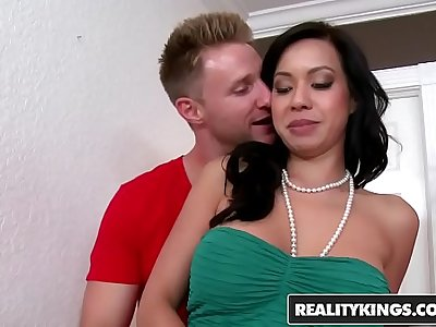 RealityKings - Milf Hunter - Kimmy Lee Levi Cash - Pearlized Pussy
